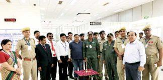 बीकानेर के नाल एयरपोर्ट पर हवाई सेवा की शुरूआत के अवसर पर उपस्थित अधिकारी।