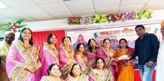 बीकानेर के माहेश्वरी सदन में आयोजित गवरजा गीतमाला में भाग लेती महिलाएं।
