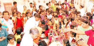 लक्ष्मीनाथ नवयुवक मंडल एवं राम रहीम सेवा समिति की ओर से 551 कन्याओं का पूजन किया गया। फोटो : राजेश छंगाणी