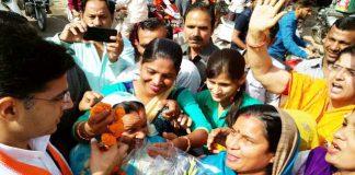 शहर महिला कांग्रेस की अध्यक्ष सुनीता गौड़ में प्रदेशाध्यक्ष पायलट का किया गया स्वागत।