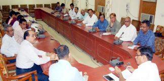 बीकानेर स्थापना दिवस पर होने वाले आयोजनों की तैयारियों की बैठक को संबोधित करते कलक्टर अनिल गुप्ता।