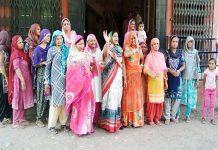 बीकानेर में पेयजल किल्लत को लेकर शहर जिला महिला कांग्रेस के नेतृत्व में महिलाओं ने जलदाय विभाग के समक्ष मटकियां फोड़कर विरोध प्रदर्शित किया।
