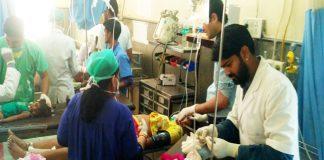 जयपुर रोड पर शनिवार को हुए सड़क हादसे में जख्मी जनों का पीबीएम अस्पताल में इलाज चल रहा है। फोटो : राजेश छंगाणी