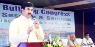 उदयपुर में रविवार को आयोजित इंडियन बिल्डिंग कांग्रेस के दो दिवसीय सेमीनार के समापन समारोह को संबोधित करते सार्वजनिक निर्माण मंत्री युनूस खान।