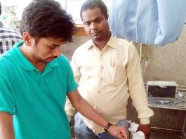 बीकानेर के पीबीएम अस्पताल के ट्रोमा सेंटर में उपचाराधीन युवक।