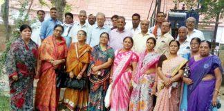बीकानेर के रतन बिहारी पार्क में गुरुवार को हुई बैठक में जुटे समायोजित शिक्षाकर्मी।