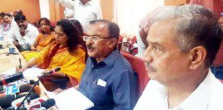 दसवीं बोर्ड परीक्षा का परिणाम जारी करते राजस्थान के शिक्षा राज्यमंत्री वासुदेव देवनानी।