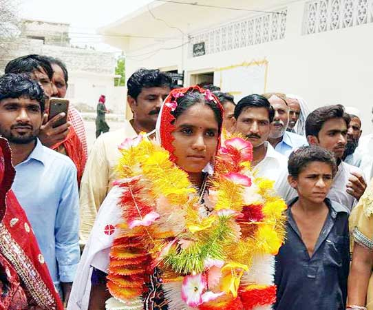 Hindu women Sunita Parmar campaigning in the Tharparkar assembly constituency of Pakistan.
