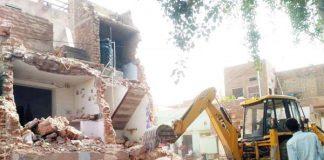 बीकानेर में पुरानी गिन्नाणी में अवैध निर्माण ध्वस्त करने की कार्रवाई। फोटो : अमित खत्री