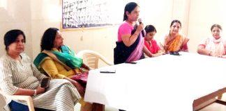 बीकानेर के कोठारी अस्पताल में विश्व स्तनपान सप्ताह के तहत आयोजित संगोष्ठी को संबोधित करतीं डॉ. चित्रा शर्मा।