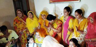 बीकानेर में सोमवार को बरसलपुर हाउस में पत्रकारों से बातचीत करतीं कोलायत विधानसभा सीट से भाजपा प्रत्याशी पूनम कंवर। फोटो : संजय बोड़ा