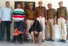 बीकानेर में चोरी के आरोप में पकड़े गए आरोपियों के साथ पुलिस टीम।