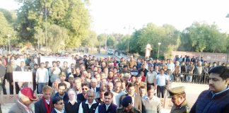 बीकानेर के शहीद स्मारक परिसर में शहीदों को श्रद्धांजलि दी गई।